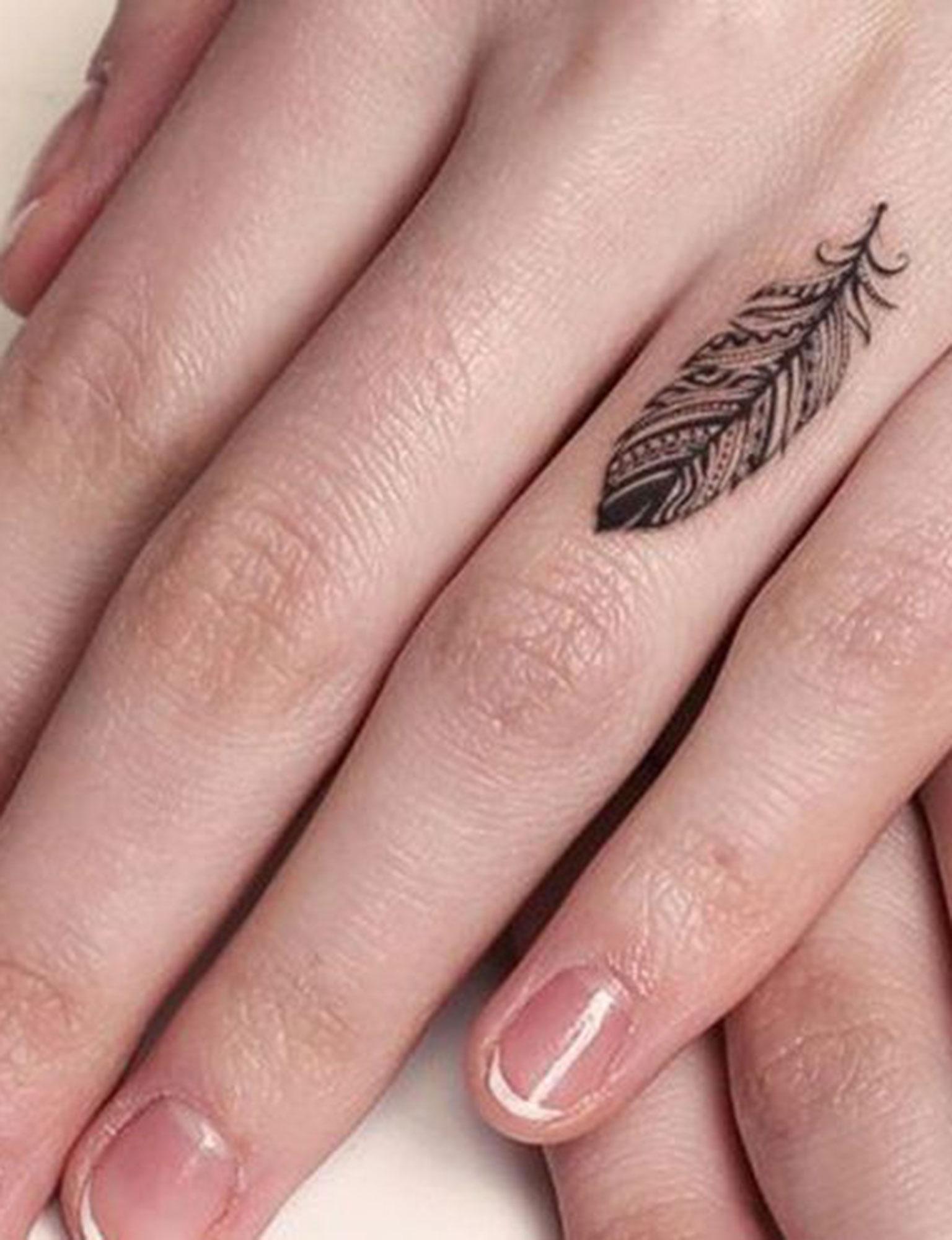 Tatouage Plume 20 Idees Pour Craquer Femme Actuelle