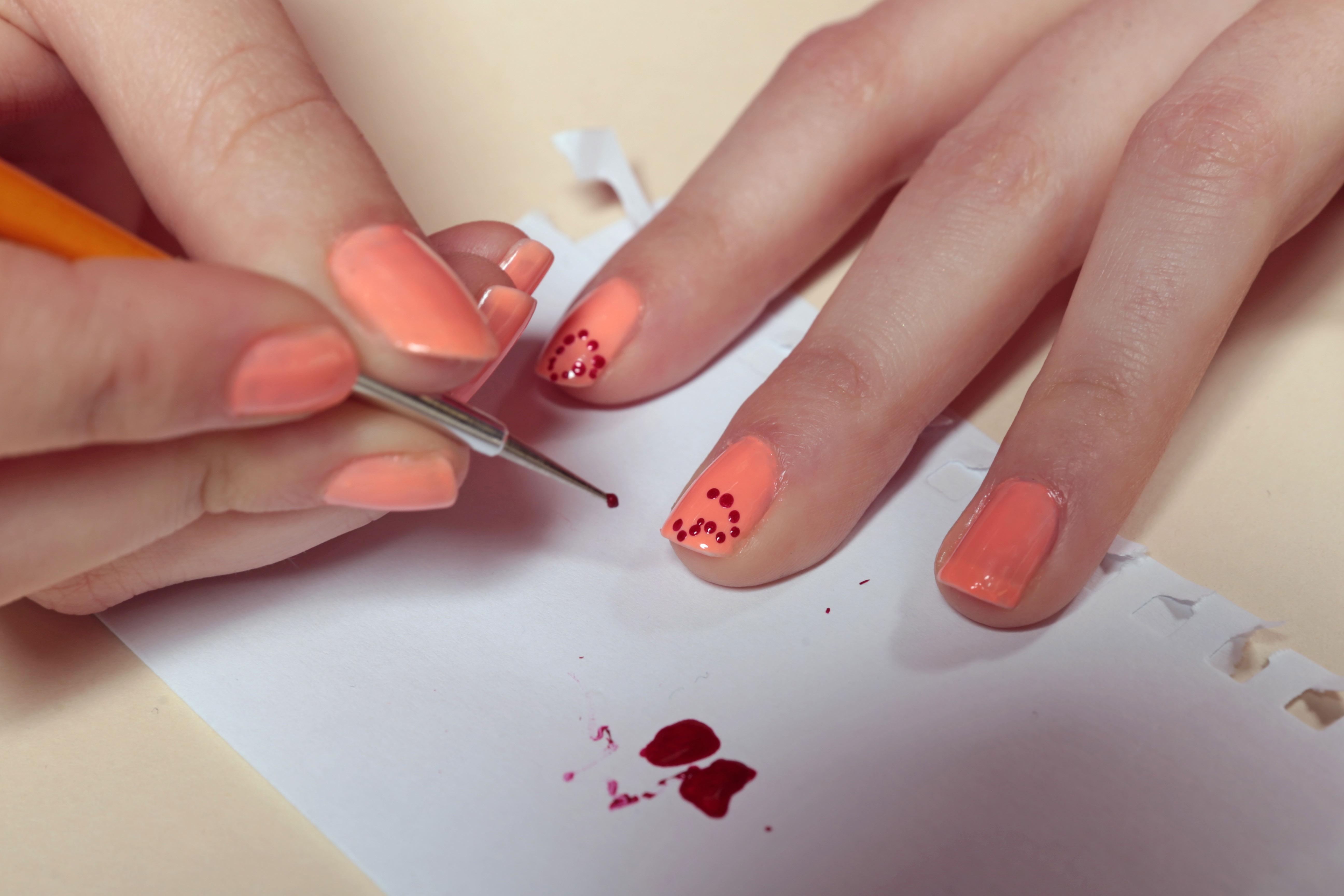 Nail Art Facile Faire Des Points Femme Actuelle Le Mag