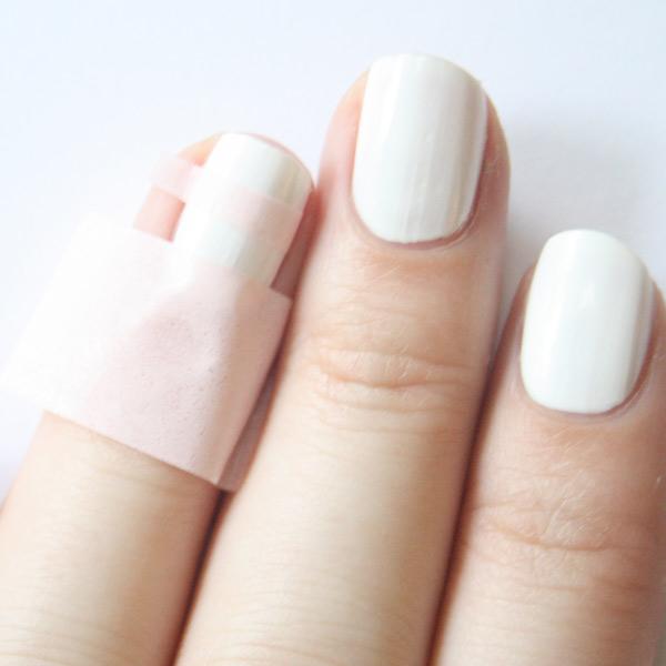 Des ongles pastel navy : Femme Actuelle Le MAG