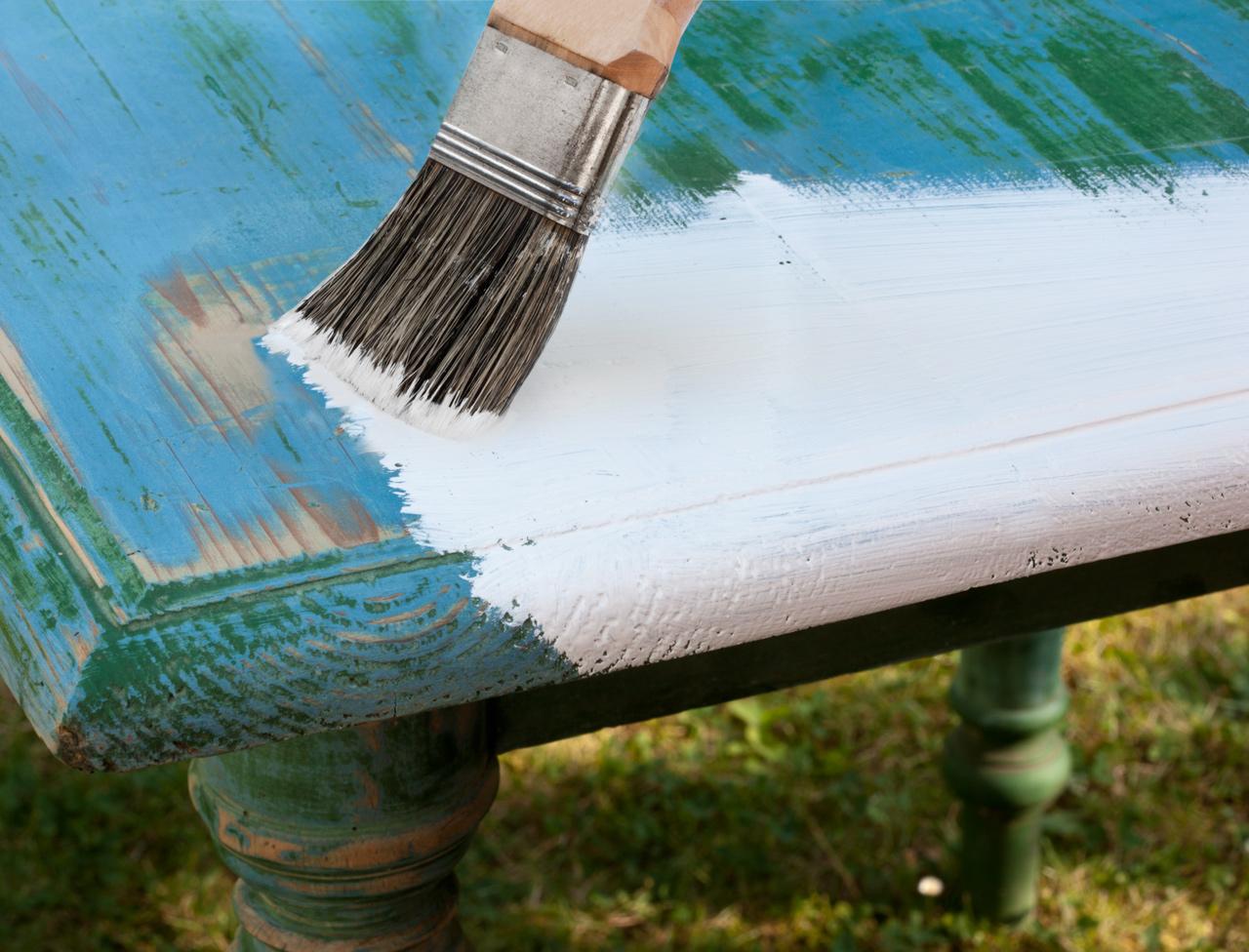 Patiner un meuble femme actuelle le mag - Peinturer ou peindre ...