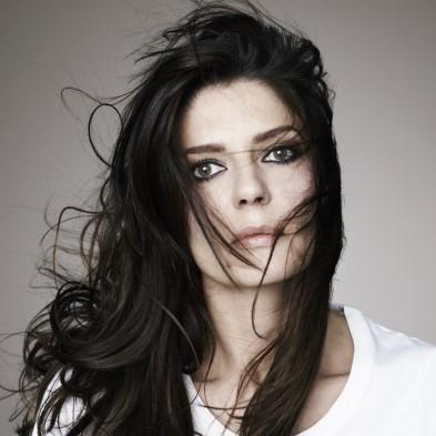 Chiara Mastroianni, égérie du nouveau parfum féminin FENDI
