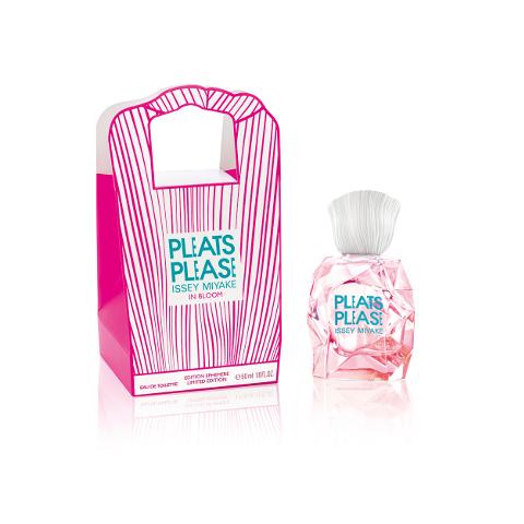 Pleats Please in Bloom souffle un air de printemps