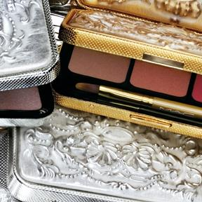 Collection de maquillage royale signée M.A.C