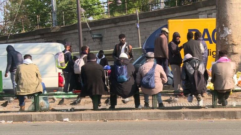 Entre 700 et 800 migrants campent dans le nord-est de Paris