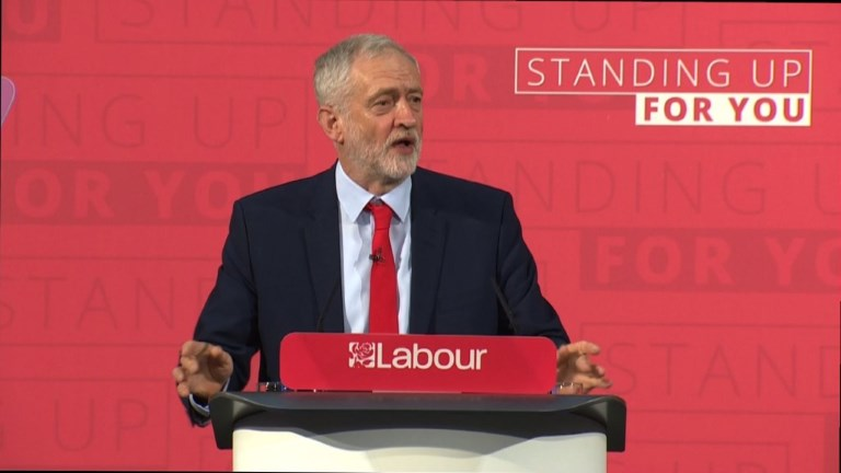 Jeremy Corbyn joue la carte de l'anti-establishment