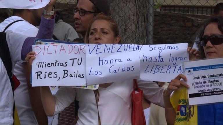 Venezuela: l'opposition maintient la pression sur Maduro