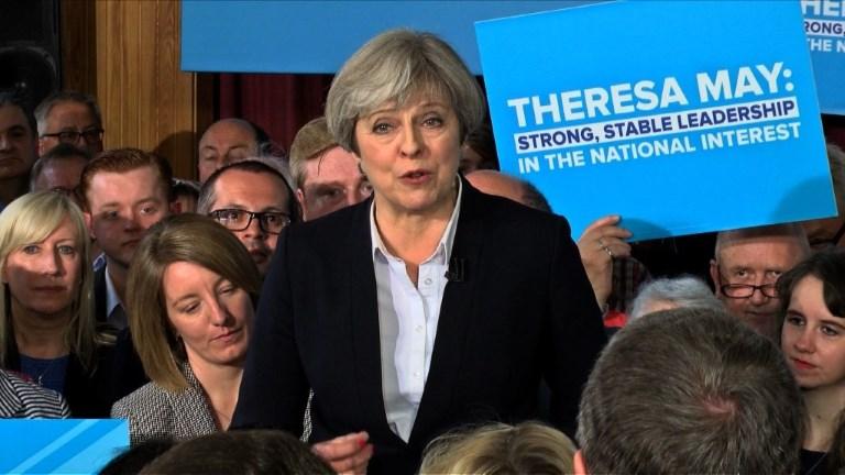 GB:Theresa May en campagne pour le Parti conservateur