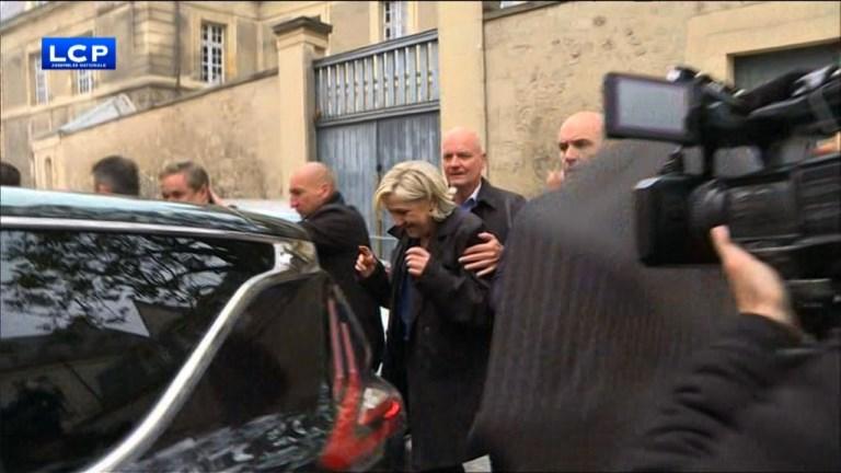 Marine Le Pen chahutée lors d'une visite surprise à Reims