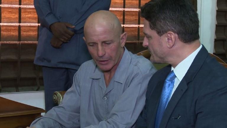 L'otage français libéré arrive à l'aéroport de Khartoum