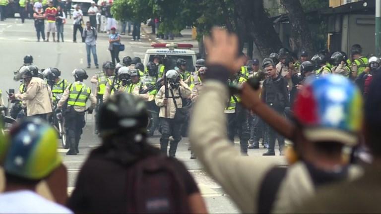 Venezuela : les opposants à nouveau bloqués par les policiers