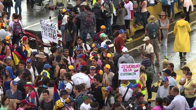 Venezuela : l'opposition organise un blocage national des routes