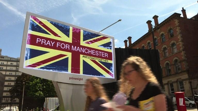 Manchester rend hommage aux victimes de l'attentat