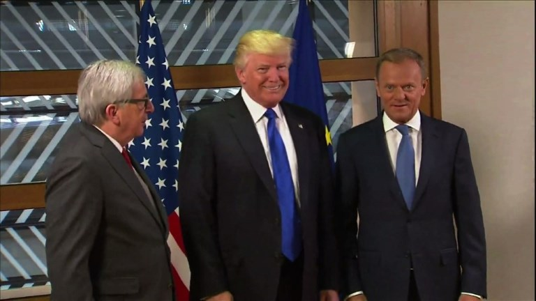 Trump reçu à Bruxelles par les dirigeants de l'UE