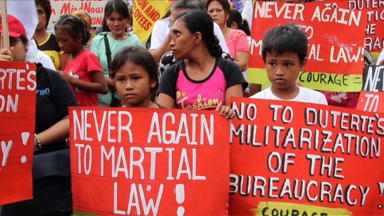 Manifestation à Manille contre l'extension de la loi martiale