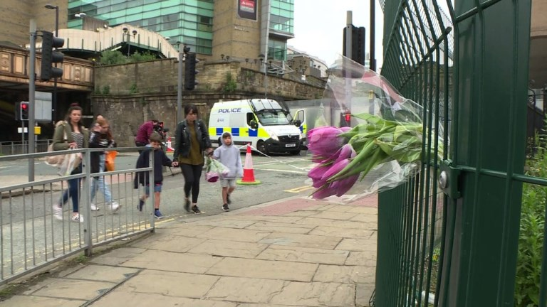 Manchester:forte présence policière une semaine après l'attentat