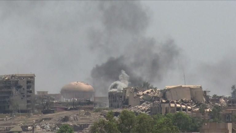 Les forces irakiennes bombardent l'EI à Mossoul-ouest