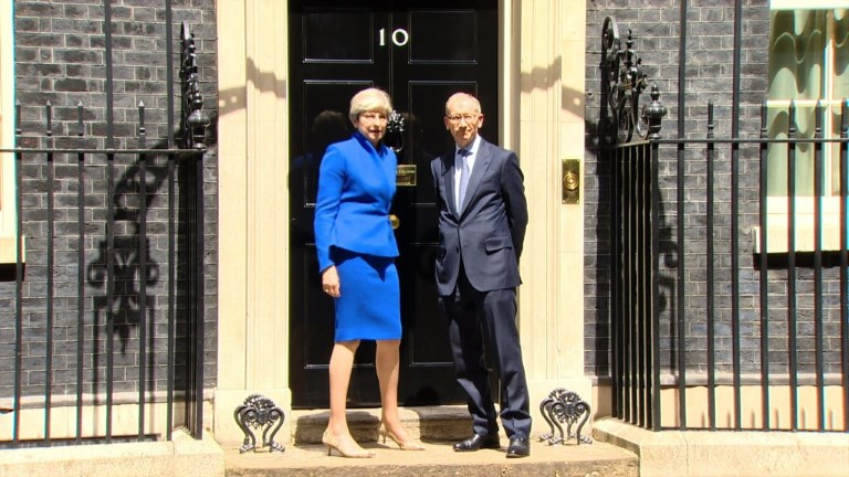May annonce la formation d'un nouveau gouvernement