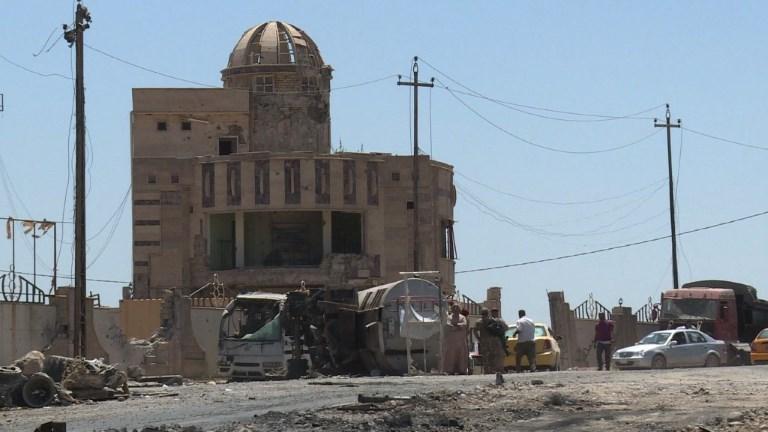 A Mossoul, des habitants cherchent désespérément leur voiture