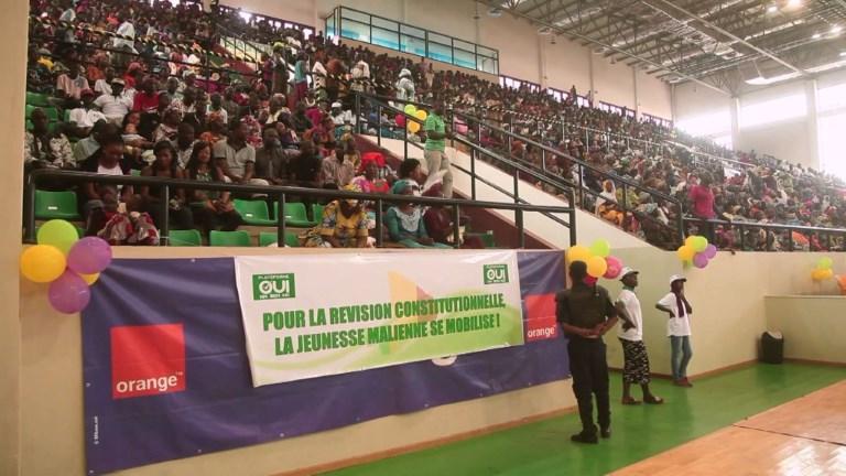 Les Maliens manifestent pour la révision de la Constitution (2)