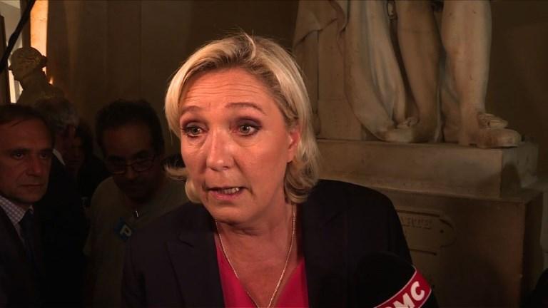 Congrès: Marine Le Pen dénonce le