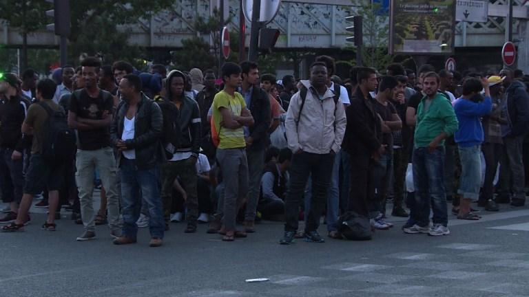 Plus de 2000 migrants évacués de leur campement à Paris