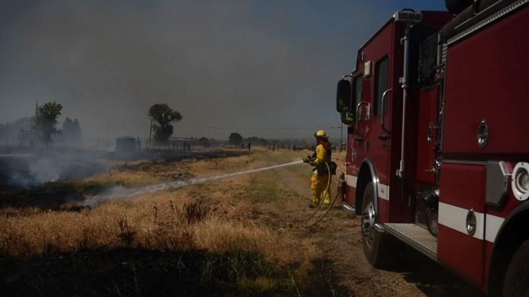 De gigantesques feux de forêt embrasent la Californie