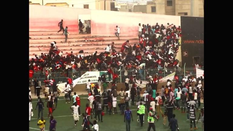 Dakar: des images montrent la bousculade mortelle dans un stade