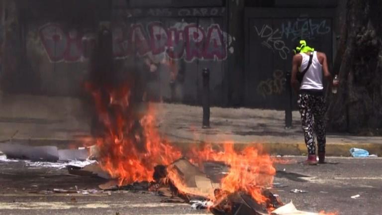 Caracas: les manifestations violentes continuent