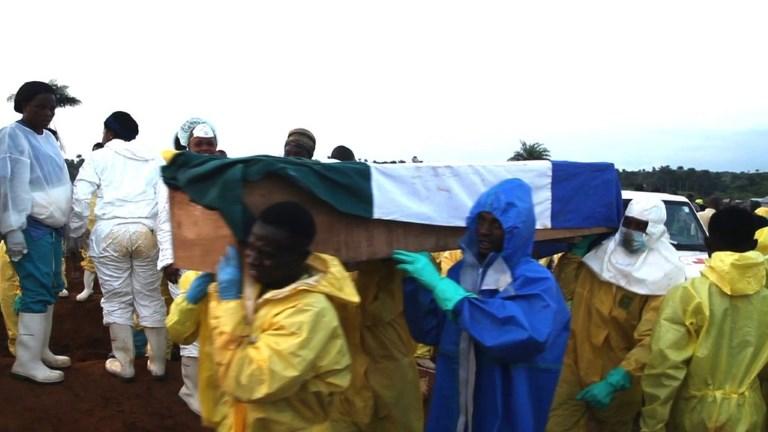 Les Sierra-léonais enterrent leurs morts