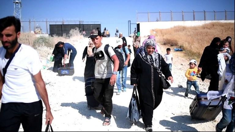 Des réfugiés syriens en Turquie rentrent chez eux pour l'Aïd