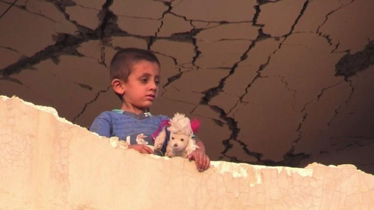 Des civils fuyant Raqa trouvent refuge dans une ville en ruines