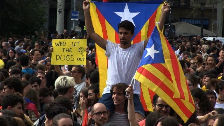 Catalogne: des milliers de manifestants contre la violence