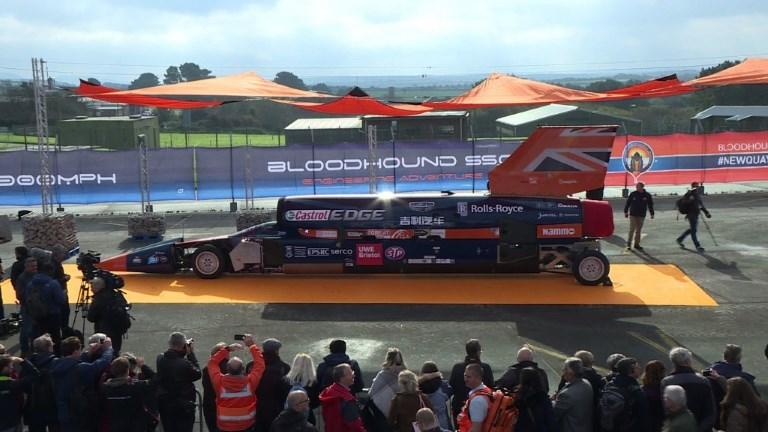 Record du monde: essais de la voiture supersonique Bloodhound