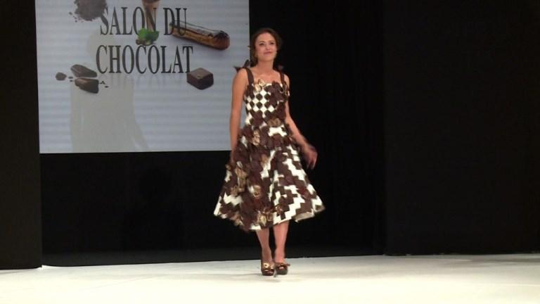 Des mannequins en habits de chocolat pour faire fondre le public