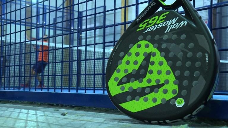 Le padel, dérivé du tennis, gagne du terrain en France