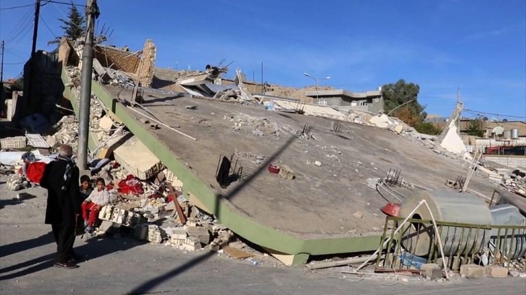 Séisme: les habitants d'une ville irakienne évaluent les dégâts