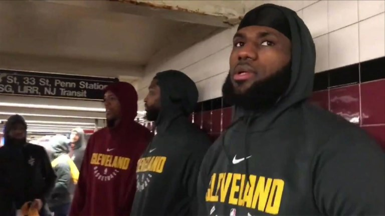 LeBron James et les Cavaliers prennent le métro à New York