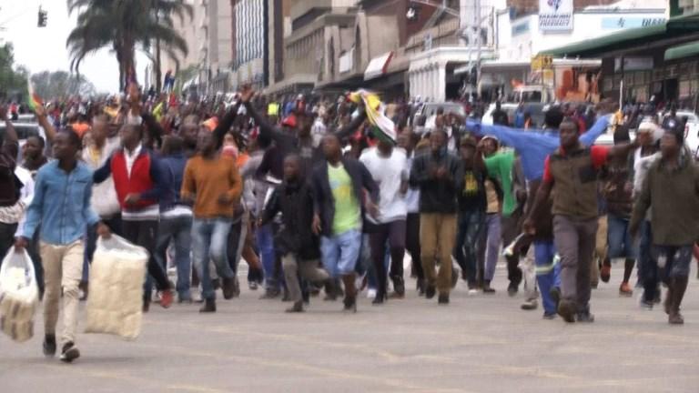 Zimbabwe: la rue gronde pour demander le départ de Mugabe