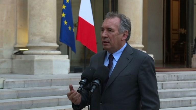Scrutin/européennes: Bayrou pour un retour à un scrutin national