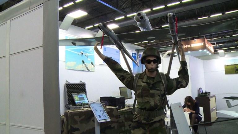 Drones, armes, chiens: le salon Milipol ouvre ses portes