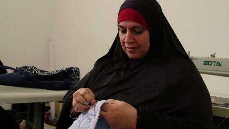 Succès international des broderies de réfugiées palestiniennes