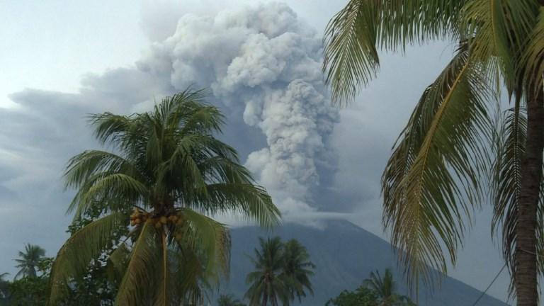 Volcan Agung: l'aéroport de Bali fermé pour le deuxième jour