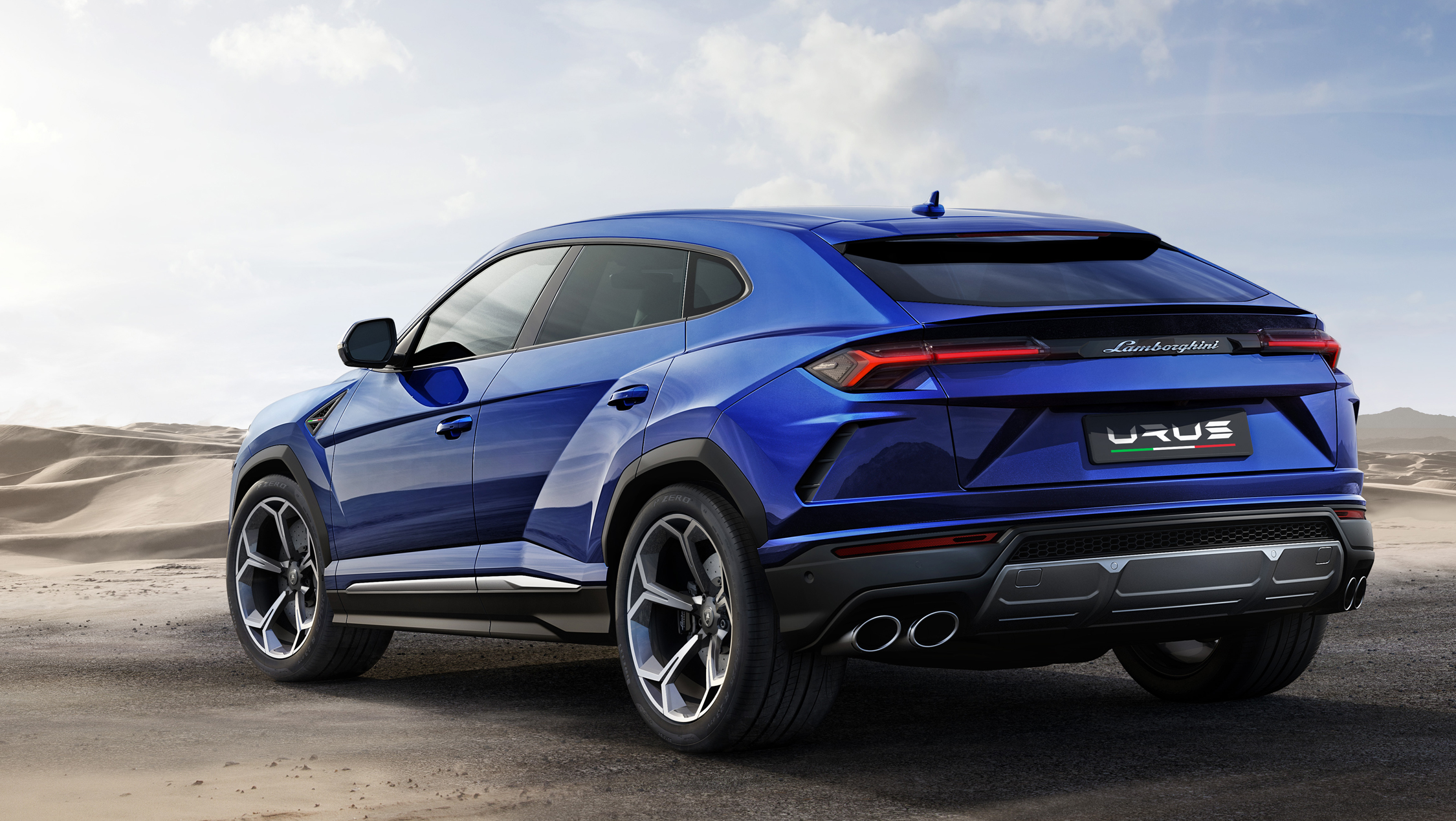 lamborghini urus les images du suv le plus rapide du monde enfin d voil es. Black Bedroom Furniture Sets. Home Design Ideas