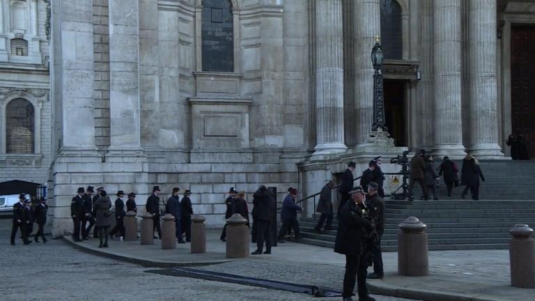 Londres: une messe à la cathédrale 6 mois après Grenfell