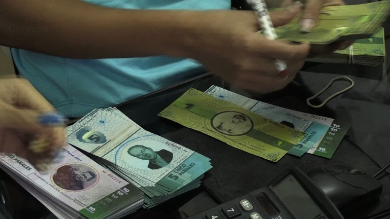 A local community creates a currency to fight Venezuelan crisis