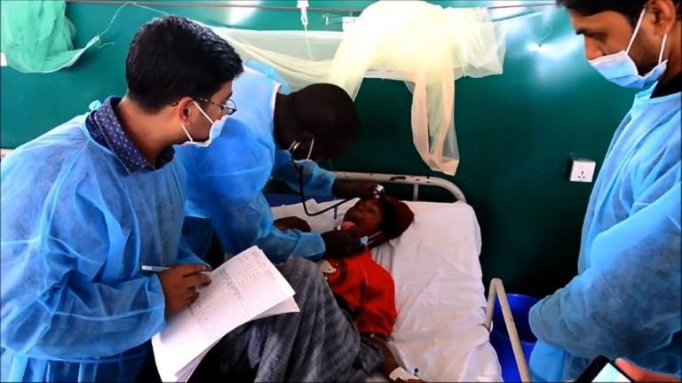 Dans les camps rohingyas, un combat contre la diphtérie
