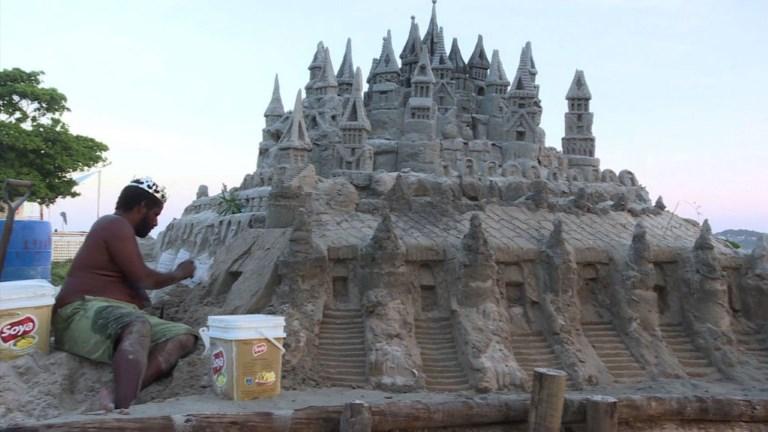 Brésil: la vie de château (de sable) à Rio