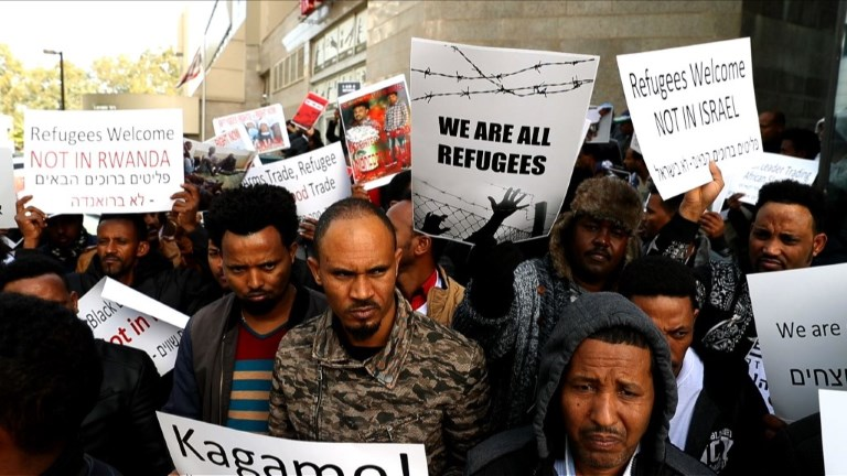 Israël: des migrants manifestent contre un programme d'expulsion