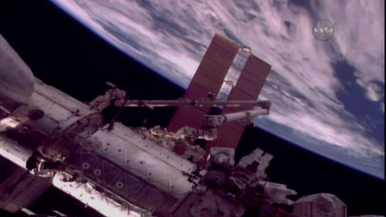 Deux astronautes américains de l'ISS en sortie orbitale