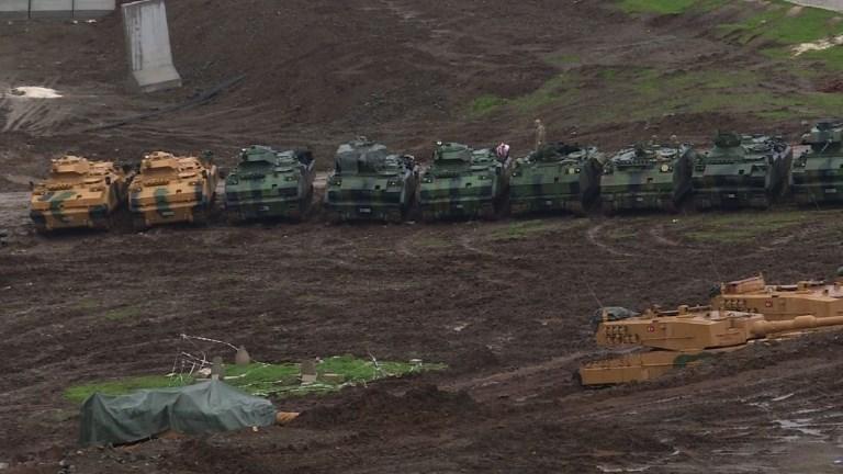 Turquie: des centaines de soldats se préparent près de la Syrie